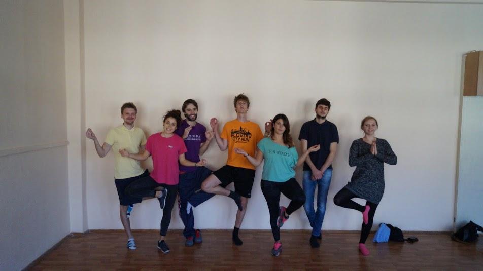 EVS volunteers doing yoga