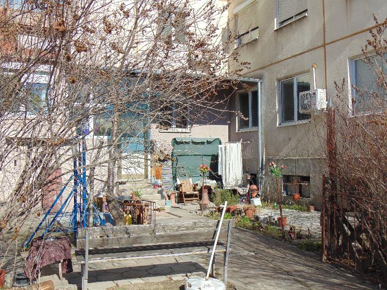 между блоково пространство в Пловдивмежду блоково пространство в Пловдив
